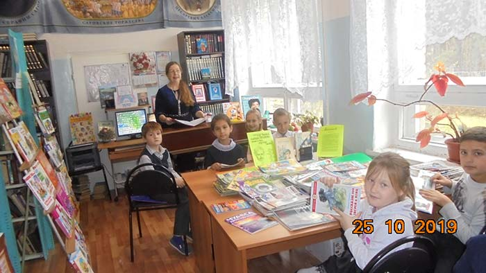 """Час громкого чтения """"Мы любим читать!"""" в Санинской сельской библиотеке"""