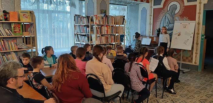 Литературно–музыкальный вечер «Помню, как детство своё, добрые мамины руки»