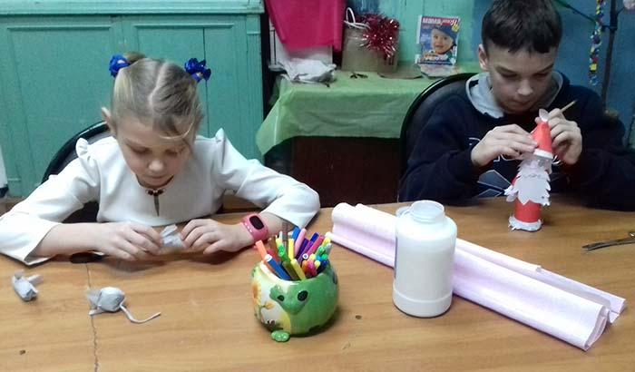 """Мастер-класс """"Игрушка своими руками"""" в Караваевской сельской библиотеке"""