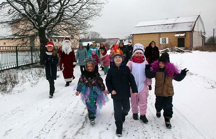 Рождественские колядки «Коляда, коляда открывай ворота...» в д. Крутово