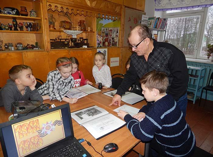 Урок краеведения: «Листая прошлого страницы» в Головинской сельской библиотеке