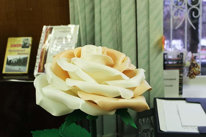 """Арт-выставка """"Весеннее настроение"""" изделий ручной работы из различных материалов"""