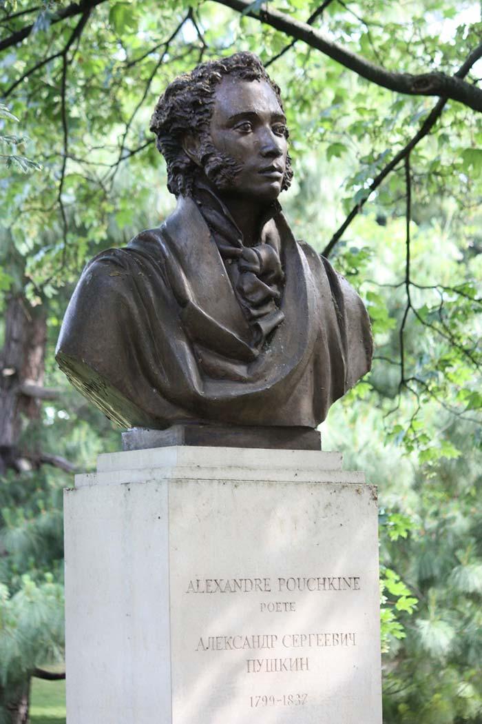 Памятник Пушкину в Париже
