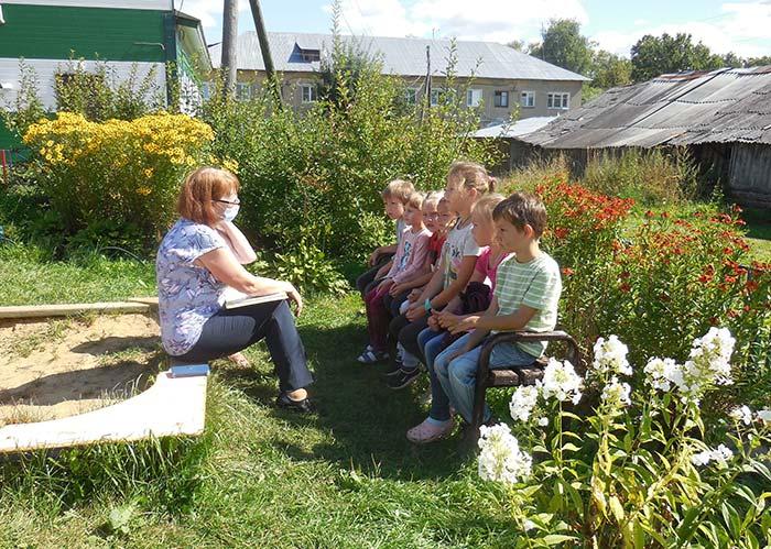 Мероприятие на детской площадке «Яблочные чтения». Библиотека пос. Труд