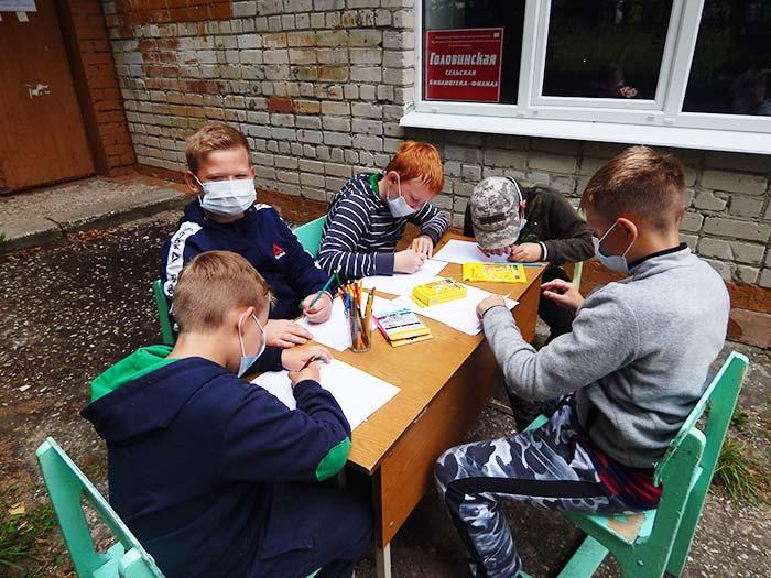 Вернисаж «Я рисую лето» на территории Головинской сельской библиотеки
