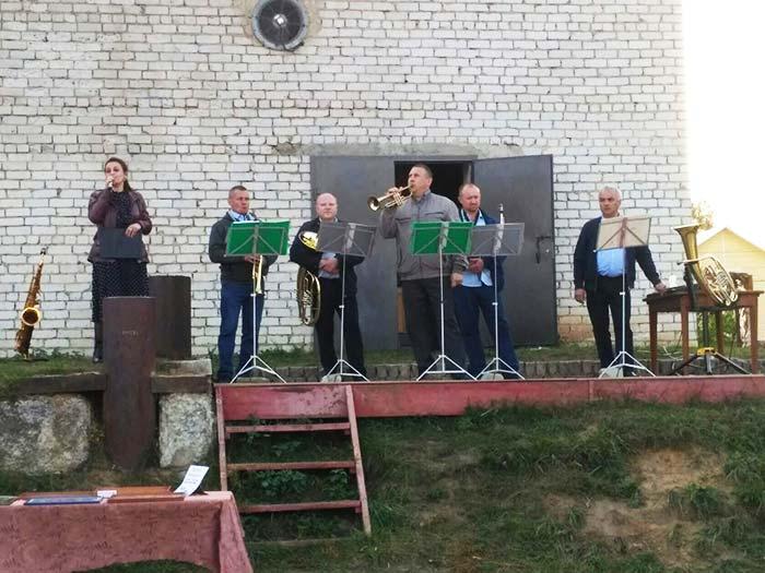 """Концерт """"Мелодии ушедшей той войны"""" на открытой площадке СДК Труд"""