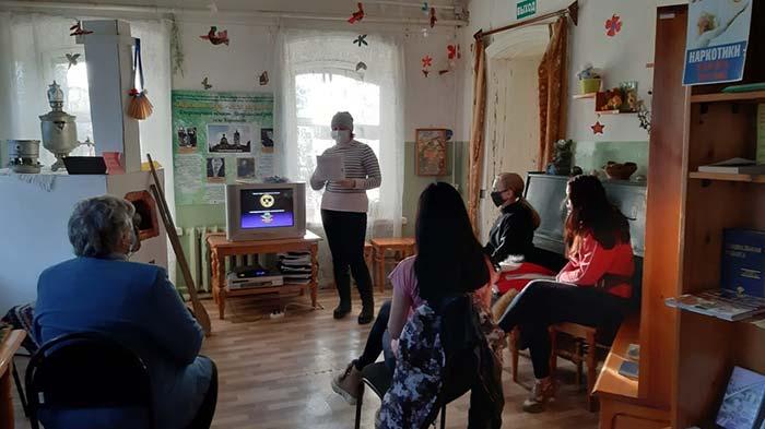 Познавательный час ко дню Международной анимации в здании Караваевской сельской библиотеки