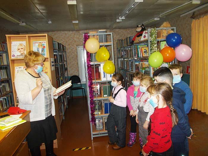 Экскурсия «Библиотека - дом, где живут книги» в Костинской сельской библиотеке