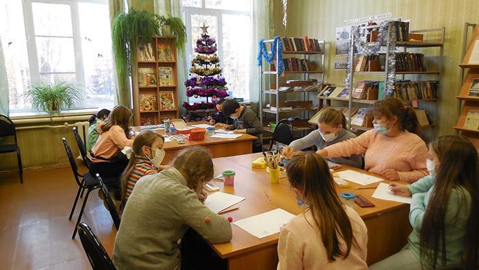 """Конкурс рисунков """"Волшебница-зима"""" в Пекшинской сельской библиотеке"""