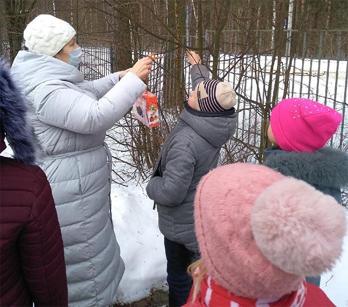 Познавательная беседа «Покормите птиц зимой». Санинская сельская библиотека