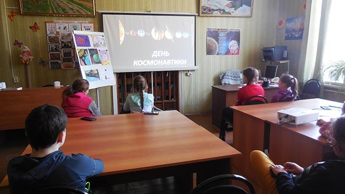 """Выставка книг к Дню космонавтики """"60 лет в космосе!"""""""
