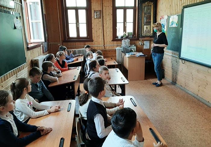 """Познавательная программа """"Вместе не страшны и тучи"""" для учащихся ЧОУ «Православная НОШ»"""