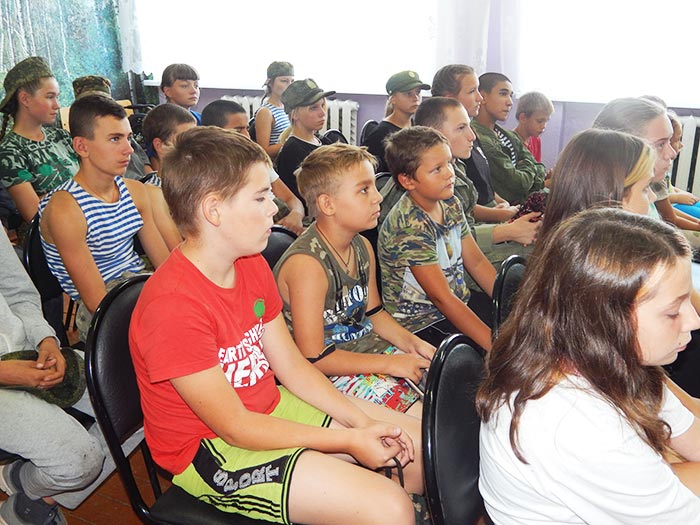 Познавательный час «Уроки Светофорика» в сельской библиотеке деревни Головино