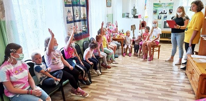 """Литературная игра """"Путешествие в страну Книголюбов"""" в Караваевской сельской библиотеке"""