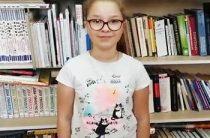 Шутова Варя читает стихотворение «Читайте, дети!» Нины Пикулёвой