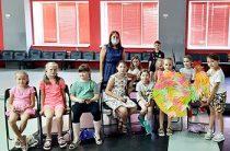 Мастер-класс «Петушок и краски» для ребят из летнего досугового объединения «Территория творчества»