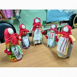Мастерим народную куклу-мотанку «Трындычиха» или «Кукла на бутылке». Библиотека пос. Труд