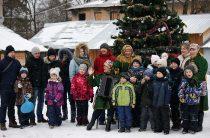 «Рождественская круговерть» у главной ёлки посёлка Труд
