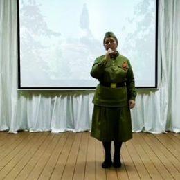 Богданова Нина Вениаминовна исполнят песню «Алёша»