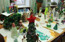 Выставка творческих работ, подготовленных к конкурсу «Новогодняя библиоёлочка»