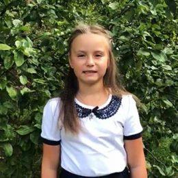 Акция «Здравствуй, школа!» Кокорина Кристина читает стихотворение Самуила Маршака «Первый день календаря»