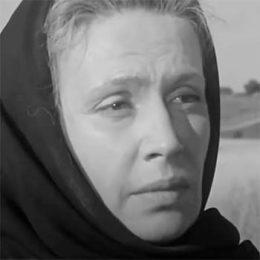 Конюхова Светлана Николаевна читает произведение «Баллада о матери» А. Дементьева