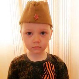 Акция-2020 «Стихи, рожденные войной». Костюхин Артём читает стихотворение Татьяны Шапиро «Я в солдатики играю»